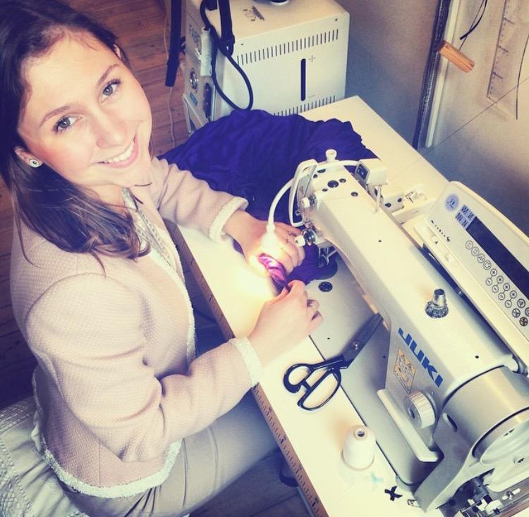 Kathrine blev uddannet 'Textil- og beklædningsassistent' fra EUCsyd i Sønderborg, som elev hos Lasse Spangenberg Copenhagen.