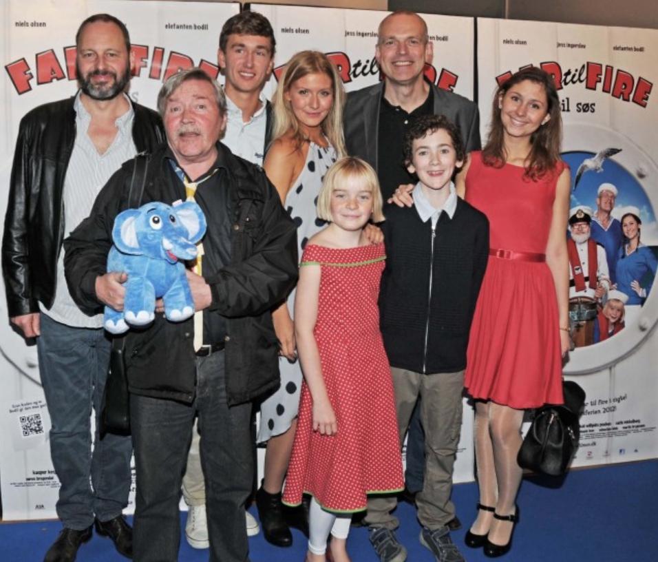Den sidste 'Far til fire' film af seks blev indspillet med Kathrine i rollen som Mie, hvor hun deltog i syning og design af adskillige kostumer til filmen.