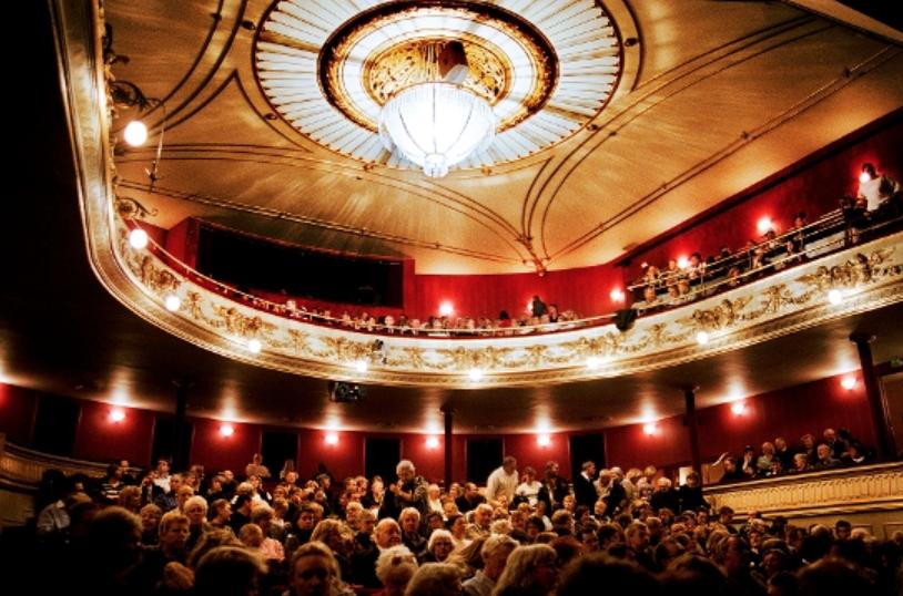 Kathrine spillede Alf i 'En skærsommernats drøm' på Folketeatret i København.